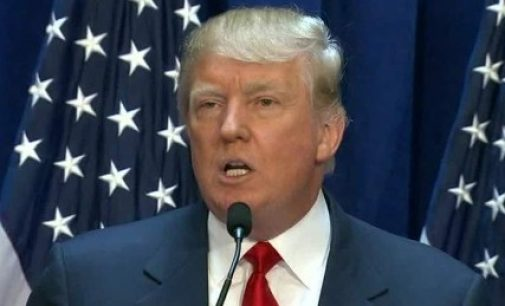 """D.Trump'as reikalauja, kad vengiantys ištarti žodžius """"radikalus islamas"""" B.Obama ir H.Clinton atsistatydintų"""