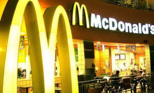 Šveicarija uždarė visus Mcdonald's restoranus dėl aukšto dioksino lygio sūriuose
