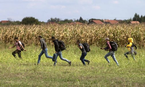 Priskirti Kanados mokyklai pabėgėliai priekabiauja prie jaunų mokinukių