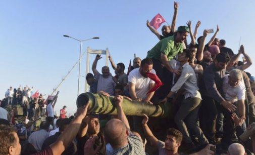 Perversmas Turkijoje nepavyko, įvykių eiga ir detalės. Žuvo 161, areštuota 2840 žmonių