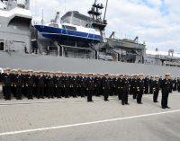 Klaipėdos jūrų uoste iškilmingai sutikta Japonijos jūrų savigynos pajėgų mokomųjų laivų eskadra