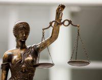 """Apeliacinio teismo sprendimas: """"agurkiniams"""" toliau taikomas suėmimas"""