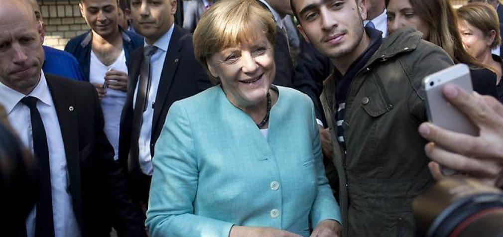 Kritus palaikymui Merkel keičia kursą: pasiūlė išsiųsti iš ES pabėgėlius, kuriems nebuvo suteiktas prieglobstis