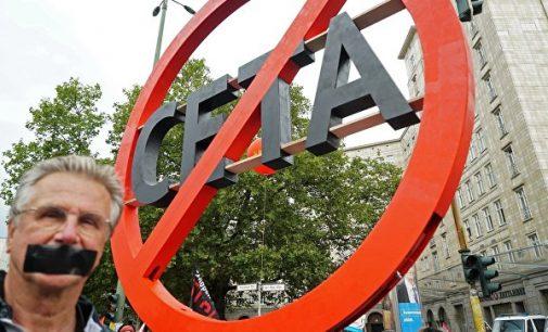 Tuskas vis dar tikisi, jog CETA sutartis bus išgelbėta ir aukščiausio lygio susitikimas Kanada-ES įvyks