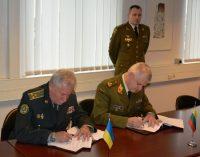 Pasirašytas susitarimas dėl Ukrainos karių skyrimo į Lietuvos nacionalinį junginį ES kovinėje grupėje