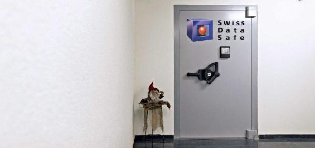 Nebepasitikintys bankais milijardieriai užkrauna auksu slaptus karinius bunkerius Šveicarijos Alpėse