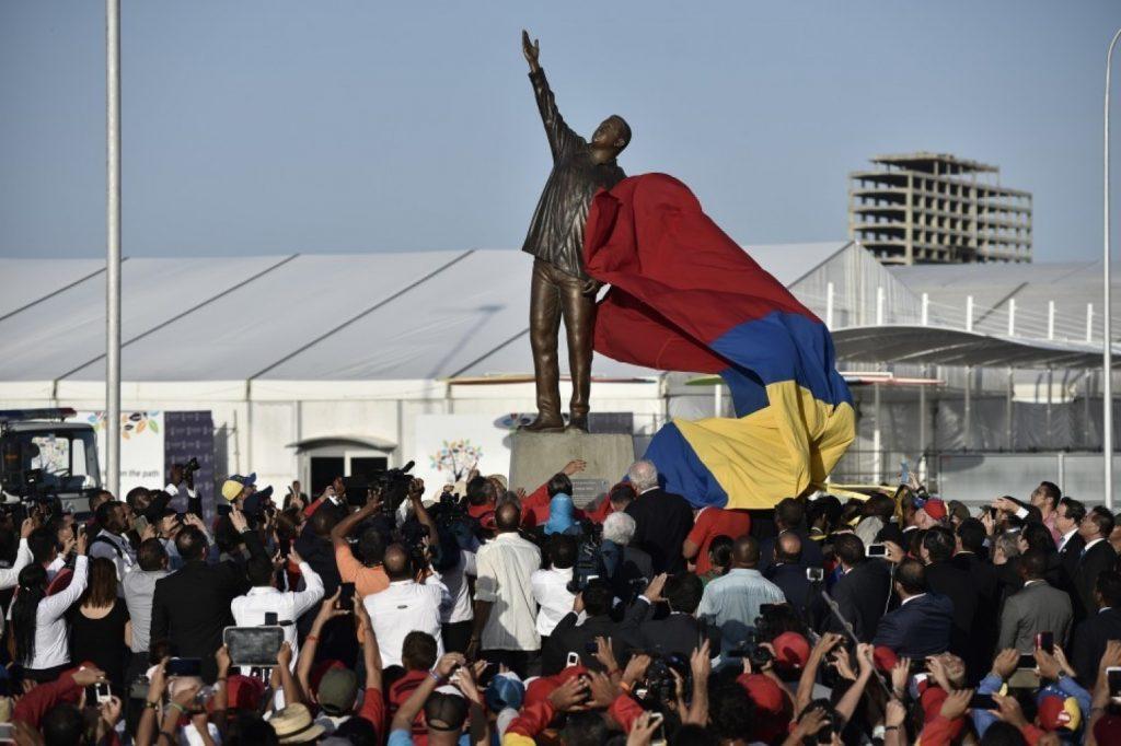 Hugo Chavezo statulos atidengimas, rugsėjo 16 Venesueloje