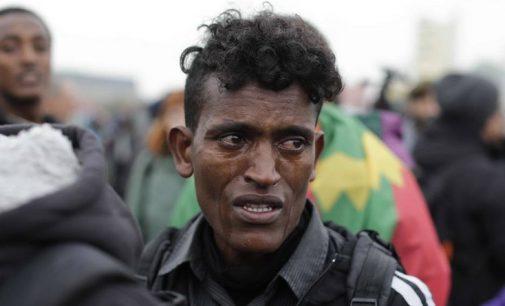 """The Guardian"" viršelis: ""Verkiantis 16-metis migrantas"""
