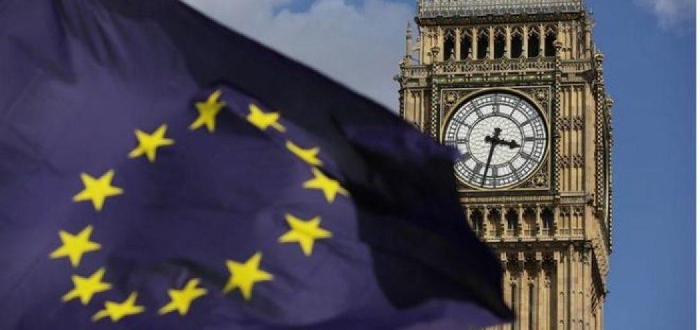 """""""Brexit"""" po trijų mėnesių: Pirmosios pasekmės Britanijai ir ES"""