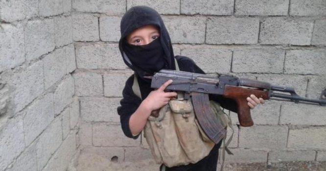 ginkluotas vaikas