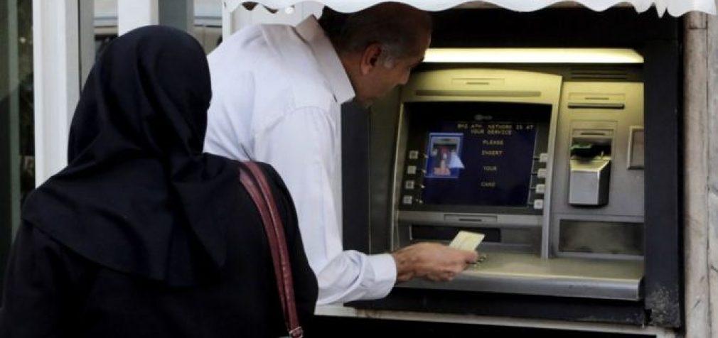 Irano bankų vadybininkus žadama bausti už pernelyg aukštus atlyginimus