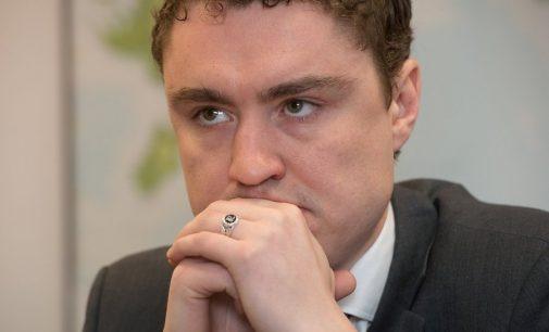 Estijos vyriausybė balansuoja ant kolapso ribos