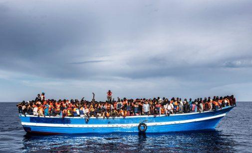 Netoli Libijos pakrantės nuskendo du laivai su šimtais migrantų