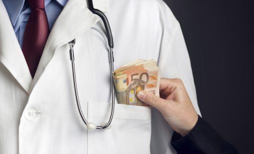 Seimas su korupcija rengiasi kovoti tik sveikatos apsaugos sistemoje [pranešimas]