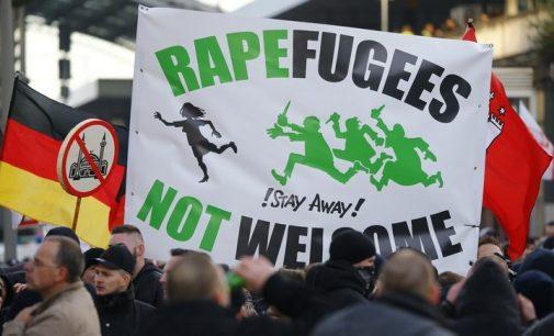Daily Mail: dėl migrantų sekso-atakų prieš Vokietijos moteris kaltas Kremlius