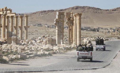 Islamo valstybės smogikai su mūšiais veržiasi į Palmiros centrą