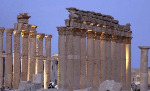 """Sirijos valdžia pripažino, kad """"Islamo valstybės"""" smogikai užėmė Palmirą"""