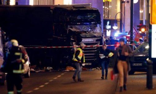 Tragedija Berlyne: sunkvežimis įsirėžė į žmonių minią kalėdinės mugės metu