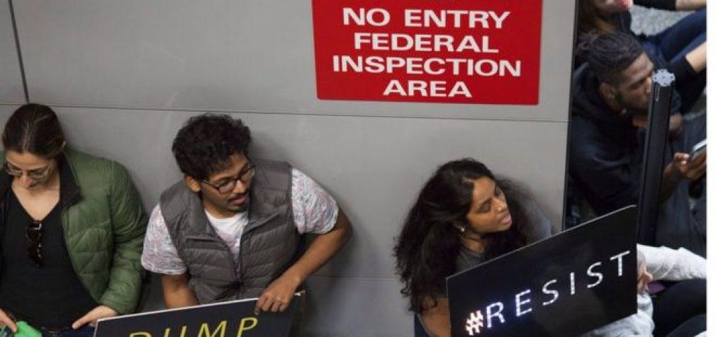 Trampo įsakas migrantų atžvilgiu lieka galioti, nežiūrint į teismo sprendimą