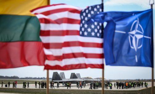 KAM užsakytos apklausos duomenimis Lietuvos gyventojai ypač palankiai vertina narystę NATO ir sąjungininkų pajėgų dislokavimą šalyje