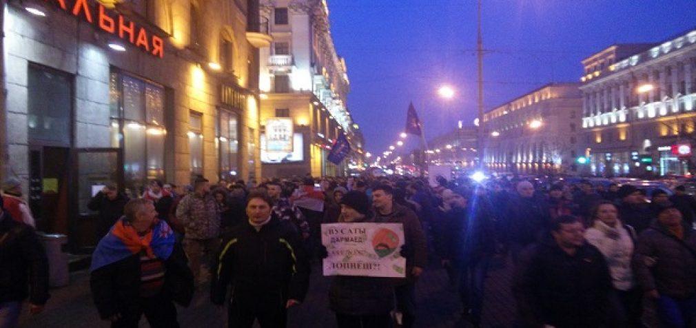 """Spalvotųjų revoliucijų virusas pasiekė ir Baltarusiją """"įpykusiųjų maršas"""" reikalauja prezidento atsistatydinimo"""
