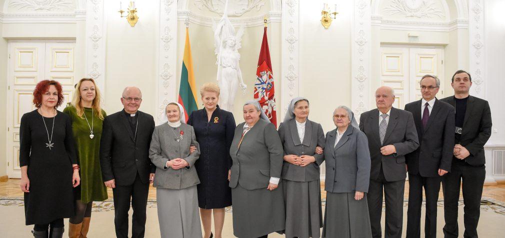 Valstybės apdovanojimai – Lietuvai nusipelniusiems žmonėms