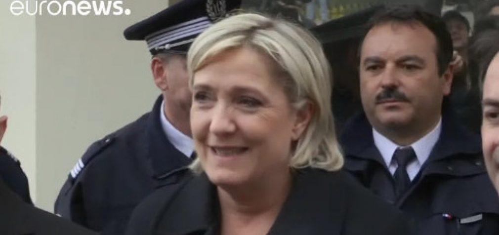 Marine Le Pen prognozuojama pergalė pirmajame rinkimų ture ir pralaimėjimas antrajame
