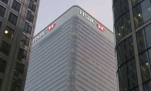 """Guardian: Britanijos bankai tarnavo kaip """"plovykla"""" pinigams iš Rusijos"""