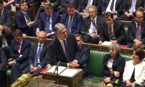 """Pirmas biudžetas po """"brexit"""": Britanijos ekonomikos laukia augimas"""
