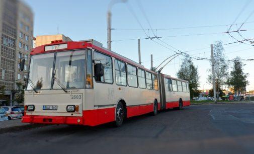 """Seimas pradėjo svarstyti troleibusų """"gelbėjimo"""" įstatymą"""