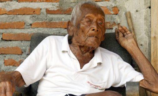 """Indonezijoje mirė """"seniausias žmogus pasaulyje"""" sulaukęs 146 metų amžiaus"""