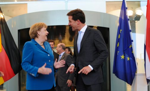 Bevaikiai Europos lyderiai veda mus užrištom akim link bedugnės