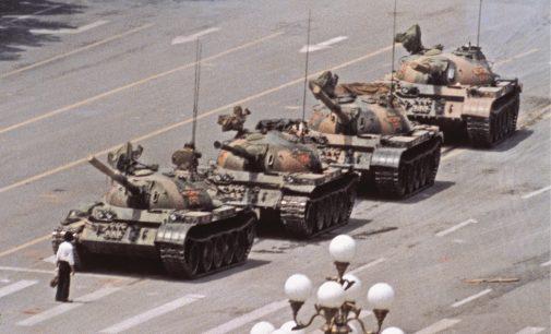 """Kinija įsitikinusi – įvykiai Tiananmenio aikštėje išgelbėjo šalį nuo """"chaoso kaip Rusijoje"""""""