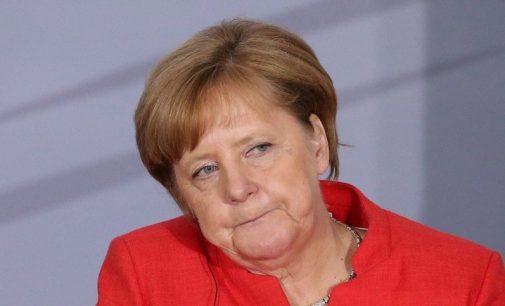 Merkel prisijungė prie kritikų choro smerkiančio naujas JAV sankcijas Rusijai