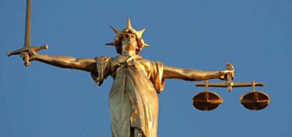 Seimas atrado galimybes pakelti atlyginimus prokurorams kone tūkstančiu eurų