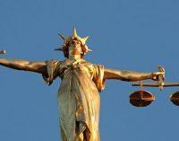 Vyriausybė pritarė Seimo parengtoms Konstitucijos pataisoms, kurios Lietuvos teismuose įteisintų tarėjų institutą