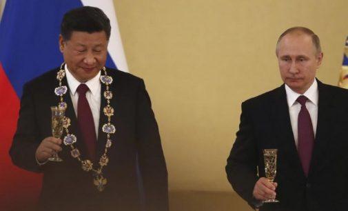 Kinijos lyderis pažadėjo Putinui kartu kovoti už Antrojo pasaulio karo pergalės vaisių išsaugojimą