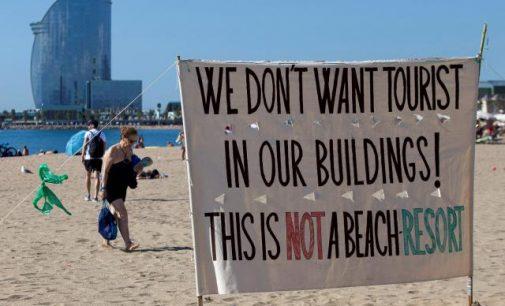 """""""Jumis čia nesidžiaugiama"""" – Europa sutinka turistus protestais"""