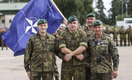 """Tarnybą Lietuvoje baigęs NATO kovinės grupės vadas: """"Kartu su Lietuvos kariuomene esame pasirengę atremti bet kokią agresijos formą"""""""