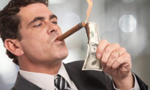 Kodėl elitas laimi kovoje prieš grynuosius pinigus?