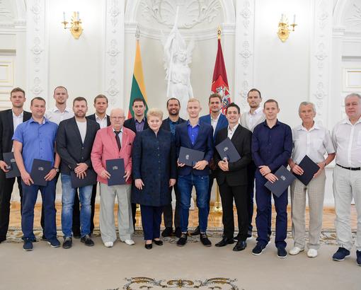 Prezidentė ir kurčiųjų olimpiados dalyviai