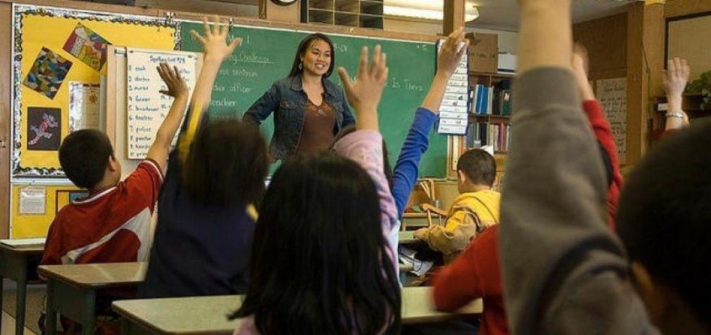 Pirmokė turėjo keliauti pas direktorių, nes kreipėsi į tos pačios klasės vaiką žodžiu, priskirtinu kitai lyčiai