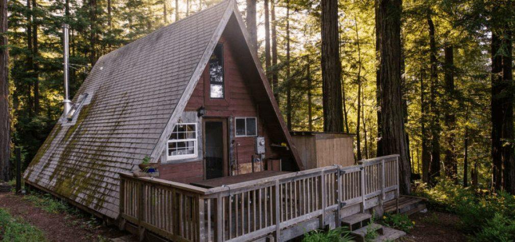 Minimalistinis namas iš išorės per du savaitgalius, o vidus …