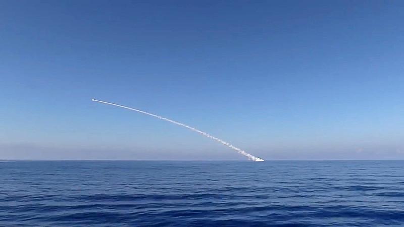 """Rusijos povandeninis laivas paleidęs """"Kalibr"""" raketas"""