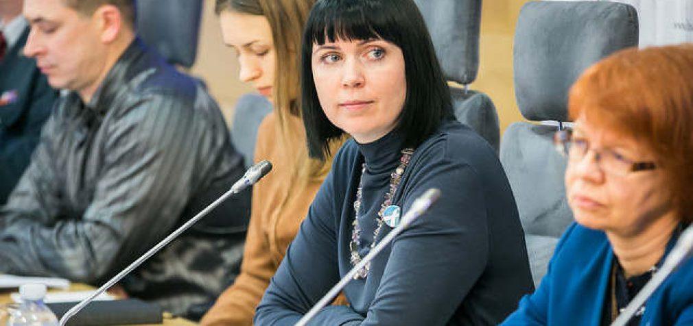 """Dovilė Šakalienė klausia: """"Ar tikrai vyras privalo """"gauti"""", o moteris """"duoti""""?"""""""