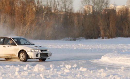 Žiemos grimasos: kaimo gyvenviečių keliukuose tenka laviruoti tarp gyvybės ir mirties