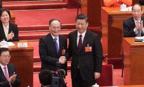 Kinijoje perrinktas Xi Jinpingas: dabar jis galės valdyti Kiniją neribotai