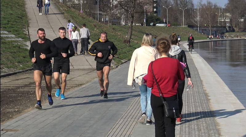 Sportininkai bėga