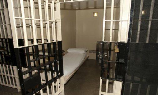 Nuo šiol už saviizoliacijos reikalavimo nesilaikymą  galima susilaukti  realios laisvės atėmimo bausmės