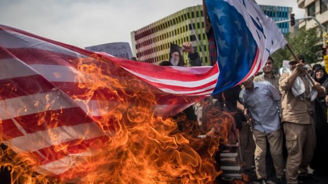 Irane deginama JAV vėliava